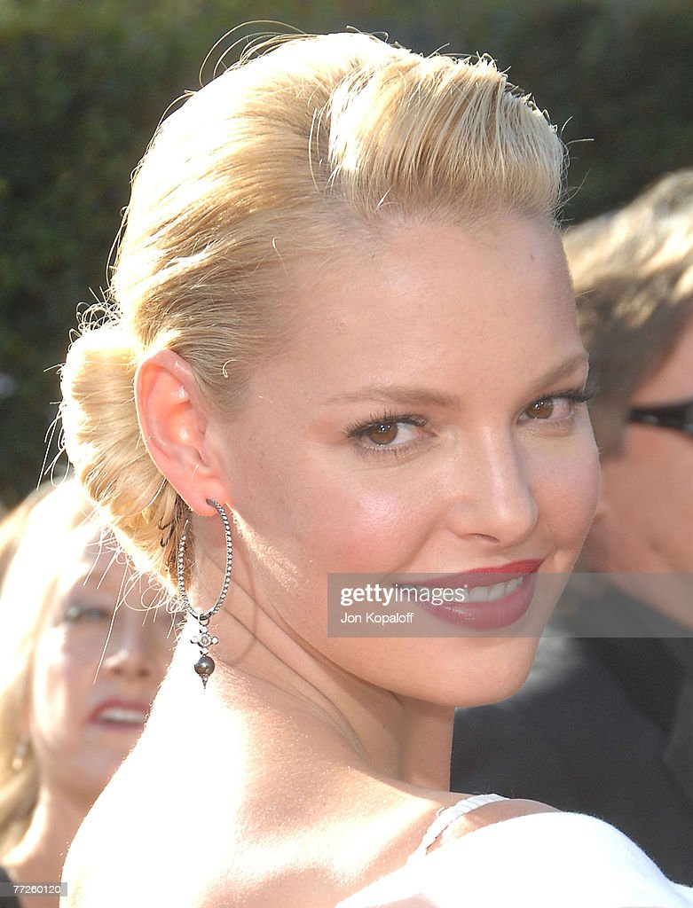 59th Primetime EMMY Awards - Arrivals : News Photo