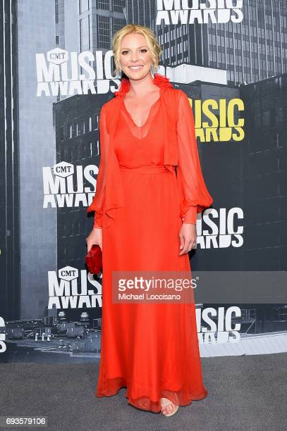 Actress Katherine Heigl attends the 2017 CMT Music Awards at the Music City Center on June 7, 2017 in Nashville, Tennessee.