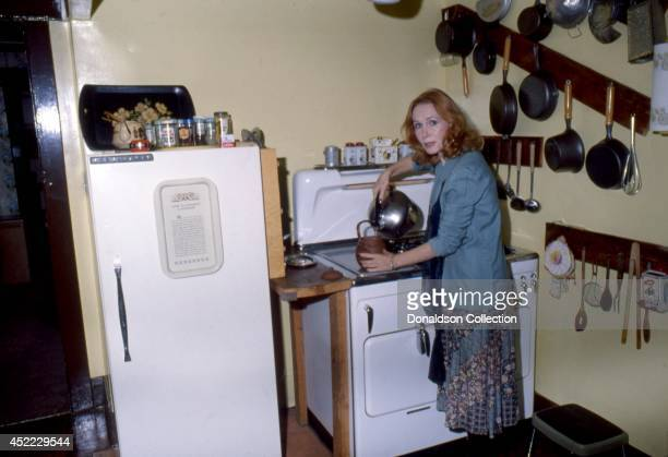Actress Katherine Helmond poses for a portrait session at home in circa 1985 in Los Angeles, California.