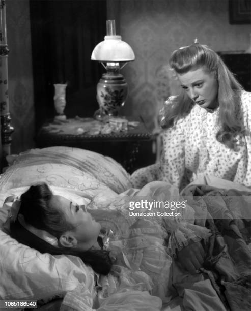 Actress Kathryn Grayson June Allyson in a scene from the movieTwo Sisters from Boston
