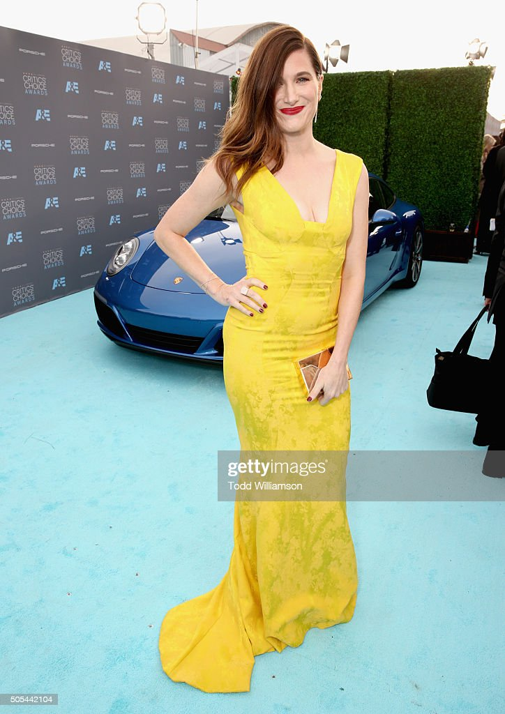 Actress Kathryn Hahn attends the 21st Annual Critics' Choice Awards at Barker Hangar on January 17, 2016 in Santa Monica, California.