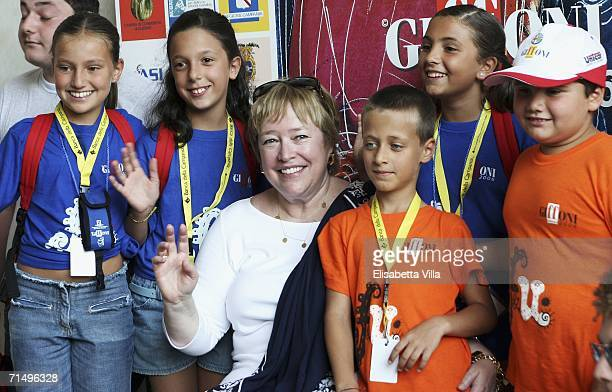 Actress Kathy Bates poses with children during the 36th Giffoni Film Festival on July 21 2006 in Giffoni Italy