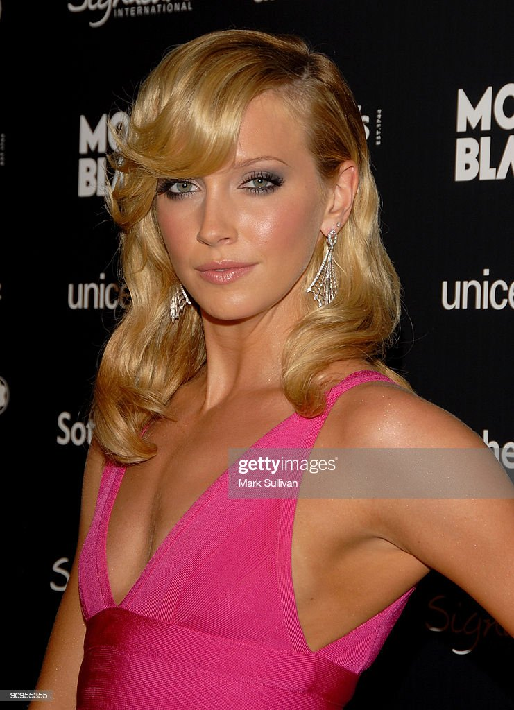 Actress Katie Cassidy arrives at the Charity Auction Gala to benefit UNICEF hosted by Montblanc at the Beverly Wilshire Four Seasons Hotel on September 17, 2009 in Beverly Hills, California.