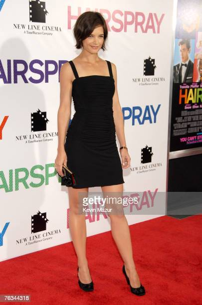 """Actress Katie Holmes arrives during the premiere of """"Hairspray"""" at the Ziegfeld Theater on July 16, 2007 in New York City."""
