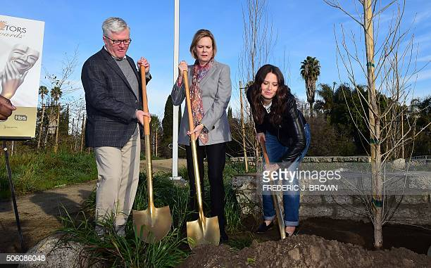 Actress Katie Lowes shovels as JoBeth Williams President of the SAGAFTA Foundation Board and Chair SAG Awards Committee and Scott Steen President and...