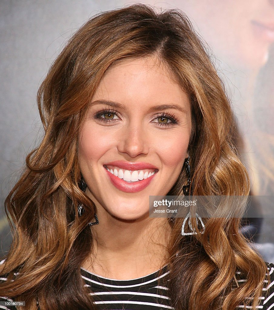 actress-kayla-ewell-arrives-at-the-dear-john -world-premiere-held-at-picture-id100160734