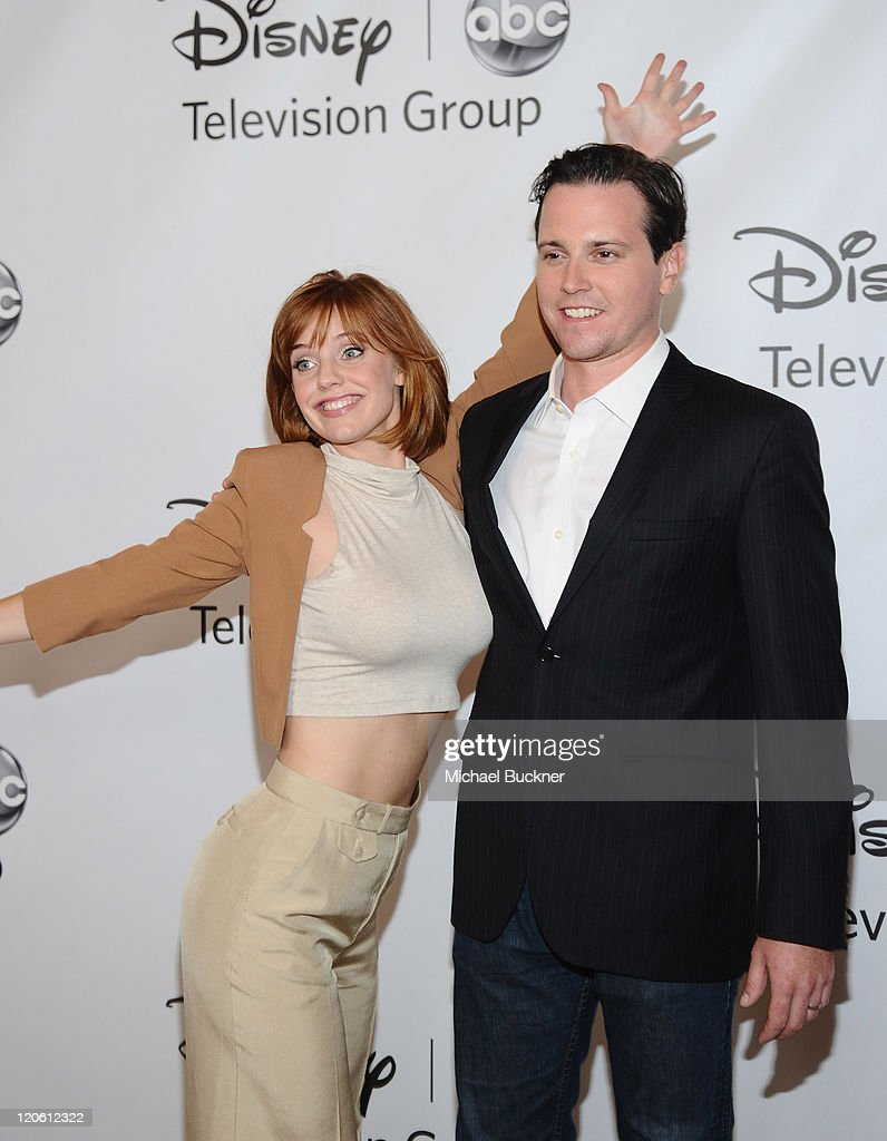 Actress Kelli Garner And Actor Michael Mosley Arrive At The Disney News Photo Getty Images Michael mosley (born september 16, 1978) is an american television and film actor, best known for his roles as drew suffin on scrubs, ted vanderway on pan am, johnny farrell on sirens. https www gettyimages no detail news photo actress kelli garner and actor michael mosley arrive at the news photo 120612322