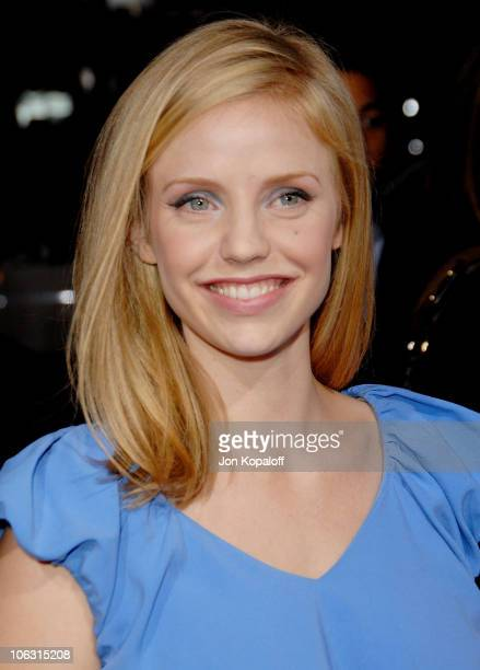 Actress Kelli Garner arrives at the Los Angeles Premiere 'Lars and The Real Girl' at the Academy of Motion Picture Arts Sciences on October 2 2007 in...