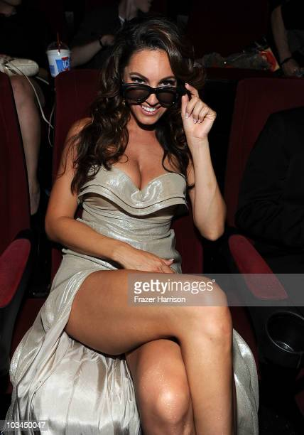 Actress Kelly Brook arrives at the premiere Of The Weinstein Company Piranha 3D at the Mann's Chinese 6 Theatre on August 18 2010 in Hollywood...