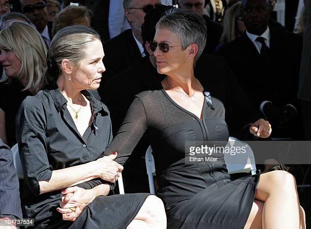 Actress Kelly Curtis and her sister, actress Jamie Lee Curtis, attend the funeral for their father Tony Curtis at Palm Mortuary & Cemetary October 4,...