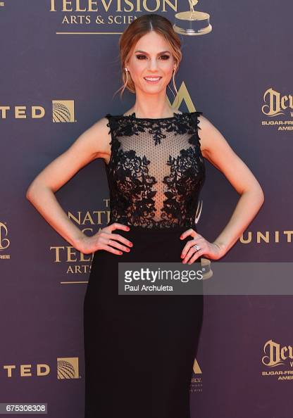 44th Annual Daytime Emmy Awards - Arrivalsの写真およびイメージ ...