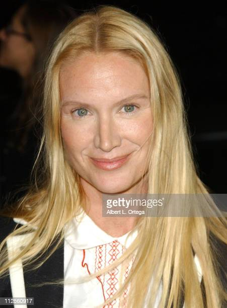 Actress Kelly Lynch arrives for the premiere of Fox Searchlight's The Darjeeling Limited held at the Academy Theater in Beverly Hills California