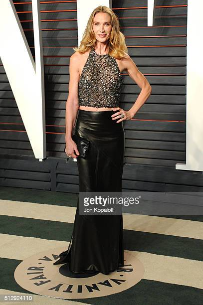 Actress Kelly Lynch attends the 2016 Vanity Fair Oscar Party hosted By Graydon Carter at Wallis Annenberg Center for the Performing Arts on February...