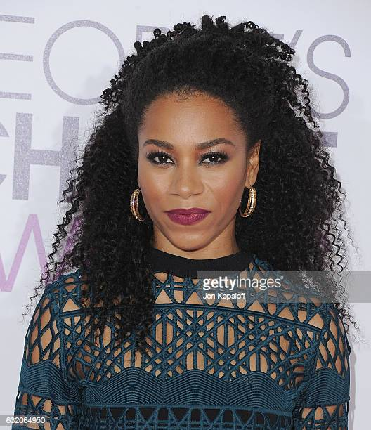 Actress Kelly McCreary arrives at the People's Choice Awards 2017 at Microsoft Theater on January 18 2017 in Los Angeles California