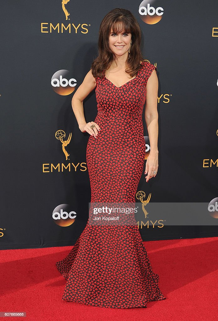 Actress Kelly Preston arrives at the 68th Annual Primetime Emmy Awards at Microsoft Theater on September 18, 2016 in Los Angeles, California.