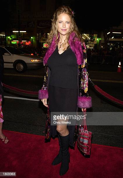 Actress Kelly Preston arrives at the premiere of Columbia Pictures Charlie''s Angels October 22 2000 at Mann''s Chinese Theatre in Hollywood CA
