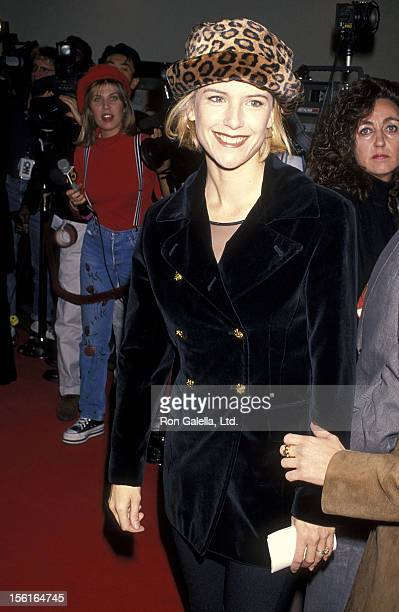 Actress Kelly Preston attends the 'Disclosure' Westwood Premiere on November 28 1994 at Mann Bruin Theatre in Westwood California