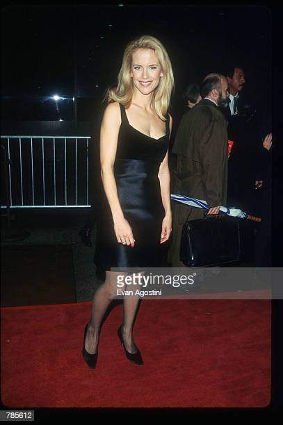 Actress Kelly Preston attends the premiere of the film Jerry Maguire at Pier 88 December 6 1996 in New York City The film tells the story of a...