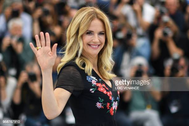TOPSHOT US actress Kelly Preston poses on May 15 2018 during a photocall for the film Gotti at the 71st edition of the Cannes Film Festival in Cannes...