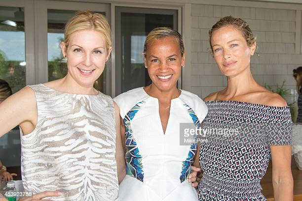 Actress Kelly Rutherford Erica Reid and Carolyn Murphy attend the 2014 Healthy Child Healthy World Luncheon on August 21 2014 at a private residence...
