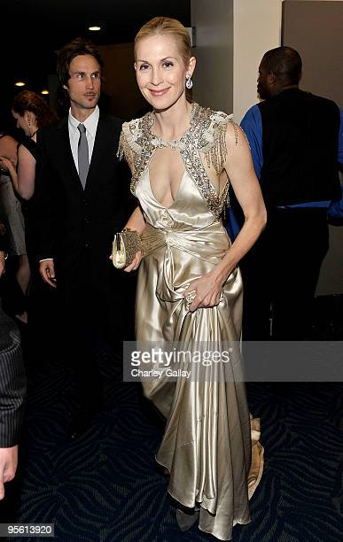Actress Kelly Rutherford poses backstage during the People's Choice Awards 2010 held at Nokia Theatre LA Live on January 6 2010 in Los Angeles...
