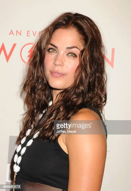 Actress Kelly Thiebaud arrives at the 2014 An Evening With Women Benefiting LA Gay Lesbian Center at the Beverly Hilton Hotel on May 10 2014 in...