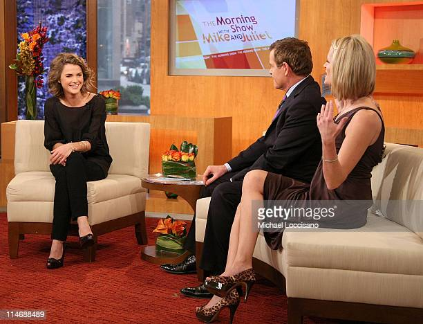 Actress Kerri Russell talks with cohosts Mike Jerrick and Juliet Huddy on FOX's The Morning Show with Mike and Juliet at Fox Studios on December 16...
