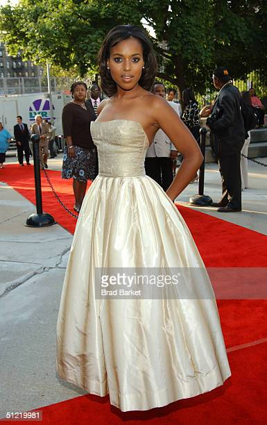 Actress Kerry Washington arrives at the National Black Sports and Entertainment Hall of Fame at Aaron Davis Hall on August 25 2004 in New York City