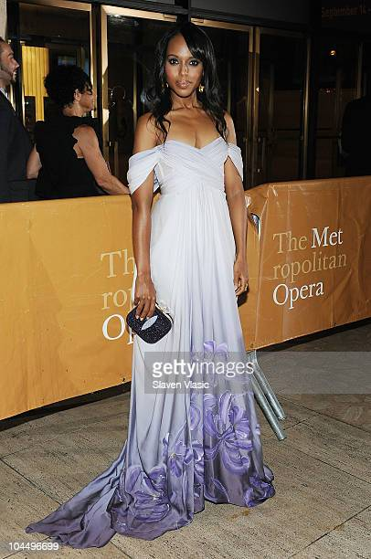 Actress Kerry Washington attends the 201011 season opening night performance of Das Rheingold at The Metropolitan Opera House on September 27 2010 in...