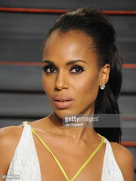 Actress Kerry Washington attends the 2016 Vanity Fair Oscar Party hosted By Graydon Carter at Wallis Annenberg Center for the Performing Arts on...