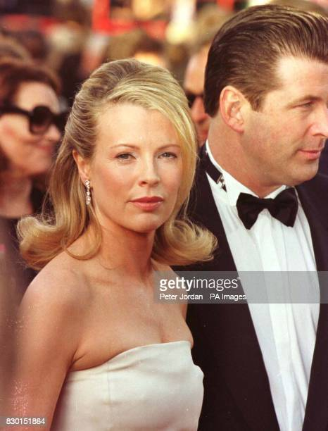 Actress Kim Basinger and her husband Alec Baldwin arrive at the Dorothy Chandler Pavilion in Los Angeles for the 71st annual Academy Awards. 5/4/04:...