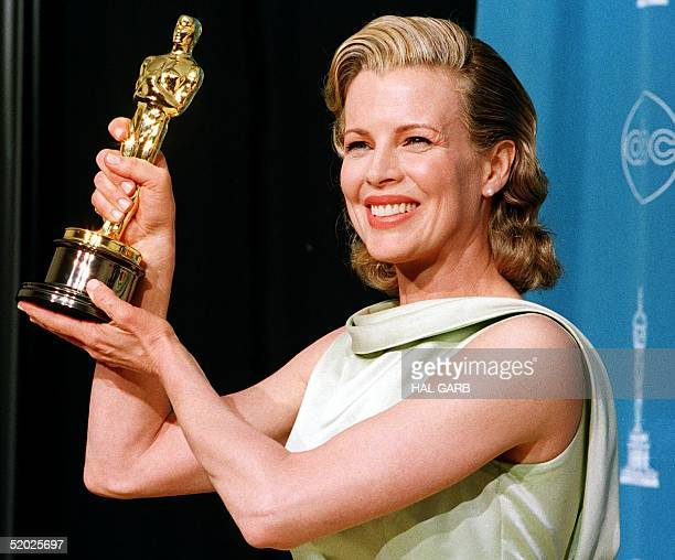 Actress Kim Basinger holds up her Oscar for Best Supporting Actress for her role in LA Confidential during the 70th Annual Academy Awards 23 March in...