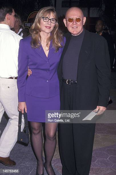 Actress Kim Cattrall and actor Daniel Benzali attend The Lost World Jurassic Park Universl City Premiere on May 19 1997 at Cineplex Odeon Universal...