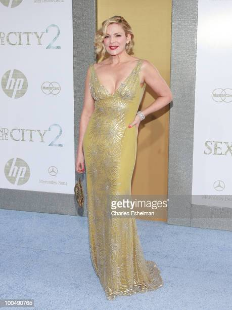 """Actress Kim Cattrall attends the premiere of """"Sex and the City 2"""" at Radio City Music Hall on May 24, 2010 in New York City."""