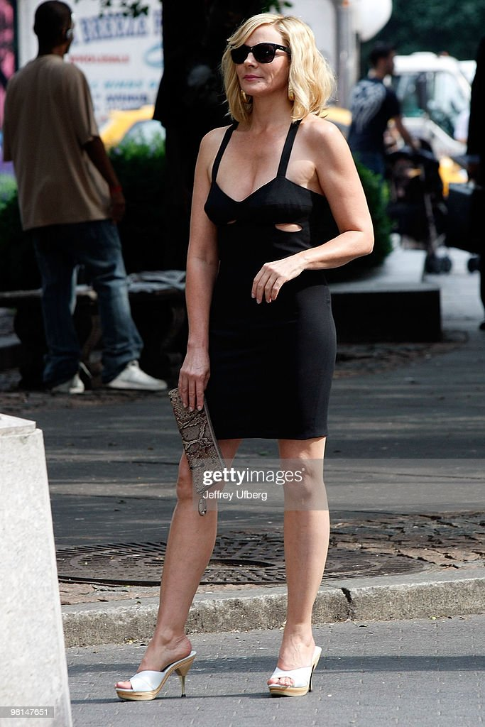 Actress Kim Cattrall filming on location for 'Sex And The City 2' on the streets of Manhattan on September 8, 2009 in New York City.