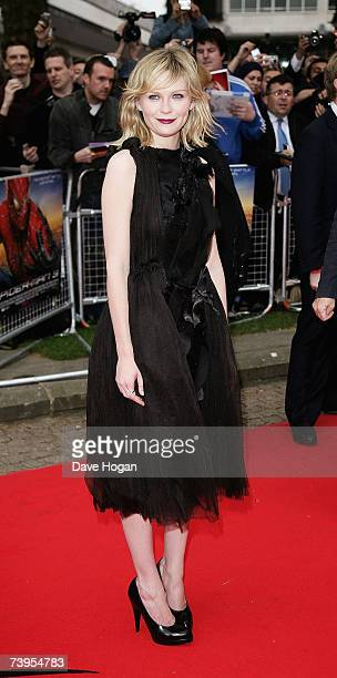 Actress Kirsten Dunst arrives at the UK premiere of 'SpiderMan 3' at Odeon Leicester Square on April 23 2007 in London England