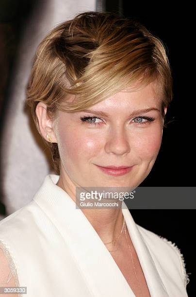 Actress Kirsten Dunst arrives at the world premiere of Focus Feature's Eternal Sunshine of the Spotless Mind on March 9 2004 at the Samuel Goldwyn...