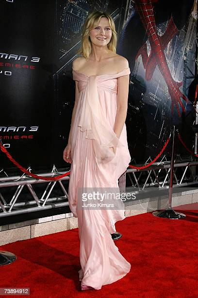 Actress Kirsten Dunst attends the World Premiere of 'SpiderMan 3' at the Roppongi Hills Mori Tower on April 16 2007 in Tokyo JapanThe film opens on...