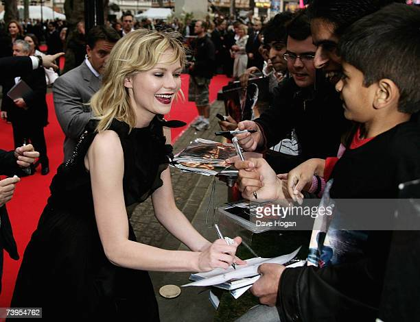 """Actress Kirsten Dunst meets fans at the UK premiere of """"Spider-Man 3"""" at Odeon Leicester Square on April 23, 2007 in London, England."""