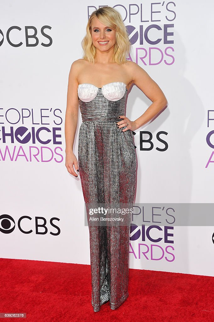 Actress Kristen Bell arrives at People's Choice Awards 2017 at Microsoft Theater on January 18, 2017 in Los Angeles, California.