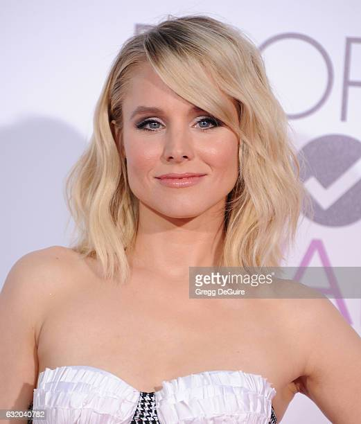 Actress Kristen Bell arrives at the 2017 People's Choice Awards at Microsoft Theater on January 18 2017 in Los Angeles California