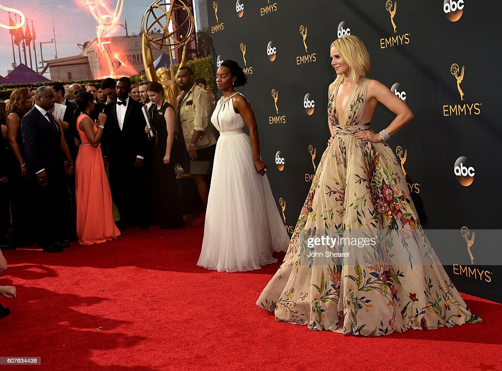 68th Annual Primetime Emmy Awards - Arrivals : Fotografía de noticias