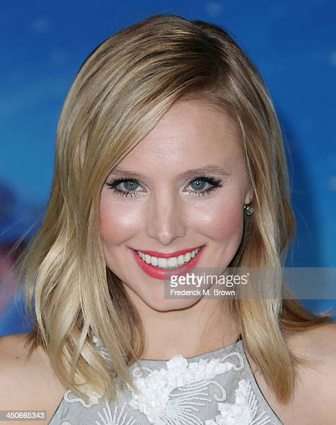 Actress Kristen Bell attends the Premiere of Walt Disney Animation Studios' Frozen at the El Capitan Theatre on November 19 2013 in Hollywood...