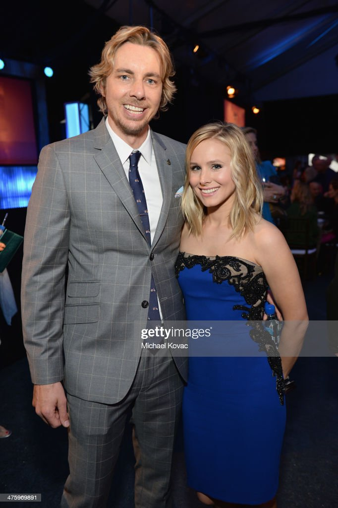 Actress Kristen Bell (R), wearing Piaget, and Dax Shepard attend the 2014 Film Independent Spirit Awards at Santa Monica Beach on March 1, 2014 in Santa Monica, California.