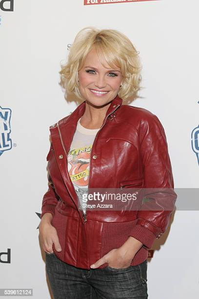 Actress Kristen Chenoweth at Comedy Central's benefit 'Night Of Too Many Stars' in New York City