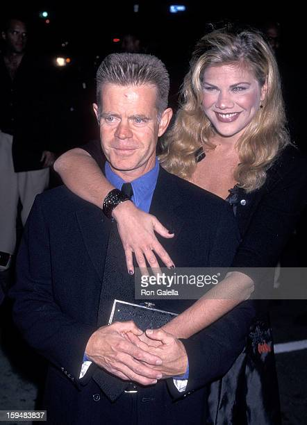 Actress Kristen Johnston and actor William H Macy attend the 'Pleasantville' Westwood Premiere on October 19 1998 at the Mann National Theatre in...