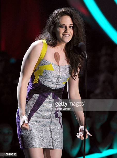 Actress Kristen Stewart accepts the Best Kiss award onstage during the 2012 MTV Movie Awards held at Gibson Amphitheatre on June 3 2012 in Universal...