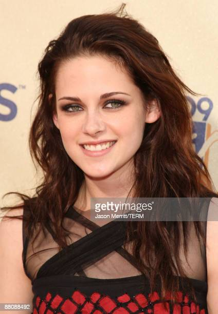 Actress Kristen Stewart arrives at the 18th Annual MTV Movie Awards held at the Gibson Amphitheatre on May 31 2009 in Universal City California