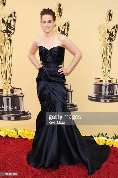 Actress Kristen Stewart arrives at the 82nd Annual Academy Awards at the Kodak Theatre on March 7 2010 in Hollywood California