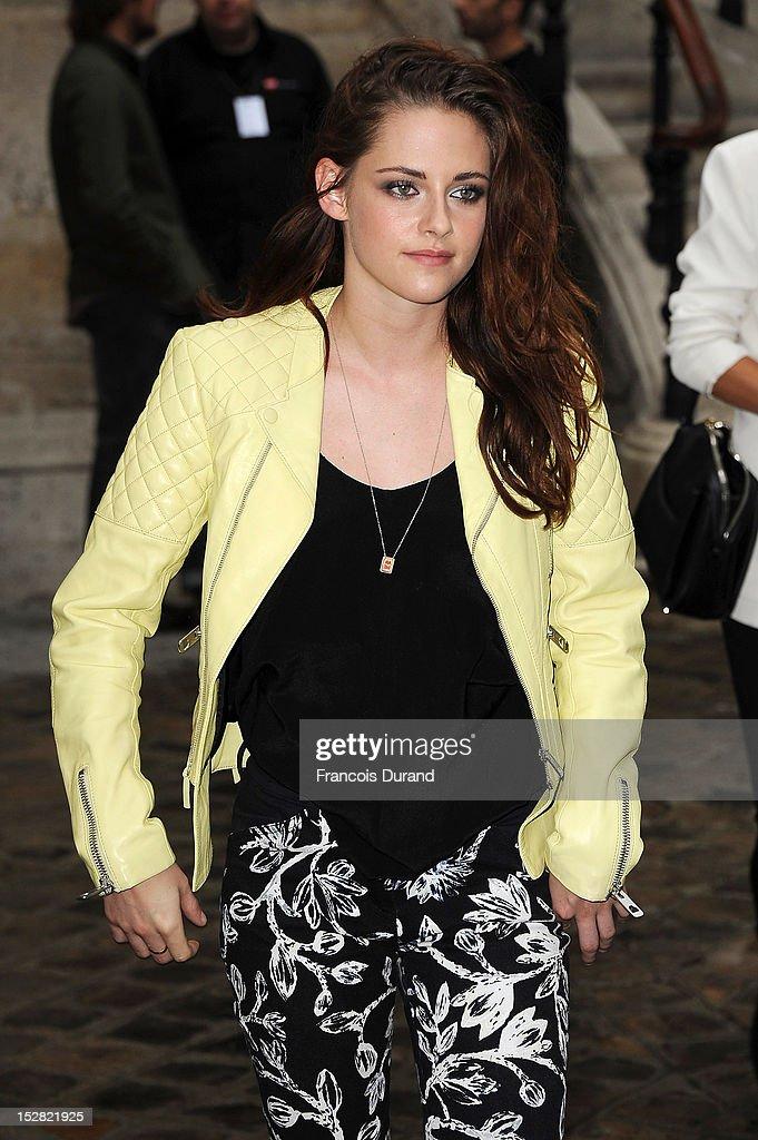 Actress Kristen Stewart arrives at the Balmain Spring / Summer 2013 show as part of Paris Fashion Week at Grand Hotel Intercontinental on September 27, 2012 in Paris, France.